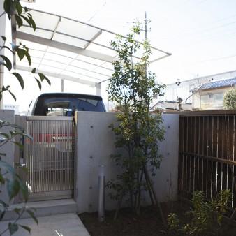 10、中庭:3つのブロックに囲まれた中庭。