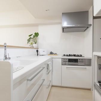 4:台所 キッチン、食器棚、家電収納を無駄なく適所に配置。