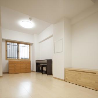 10:子供室 子供が成長するまでは収納で区切り、家を出た時には収納の位置を変え有効に活用する。
