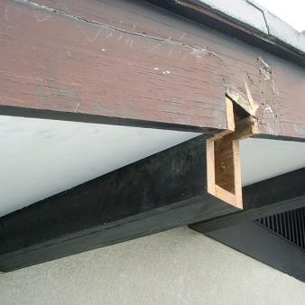 工事中:傷んでる箇所を撤去。