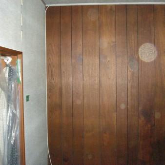 工事前:昭和58年に新築された建物。耐震診断した結果の評点は0.76 現在の基準である1.00以上にする為の工事 居間の内装工事をする際に、天井・床を壊さずに耐震壁を増設する。