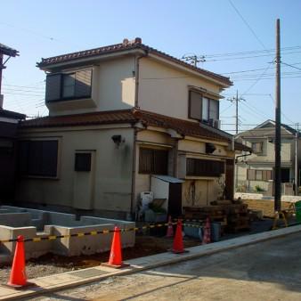 2:既存建物 道路側から見る。