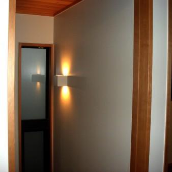 5:階段室 階段室と食堂は、引き込み戸にて仕切っている。