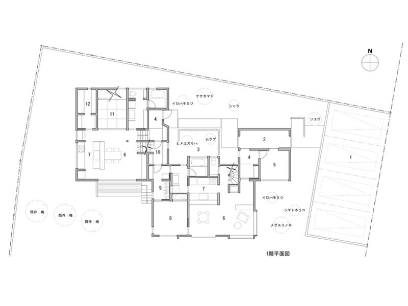 1 車庫 2 エントランスポーチ 3 バスコート 4 玄関 5 土間 6 居間、玄関 7 台所 8 寝室 9 WIC <br />10 共有物入 11 和室 12 納戸(食品庫) 13 予備室 14 小屋裏収納 15 ワークルーム 16 子供室 17 バルコニー