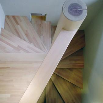 5:階段 階段を見下ろす。